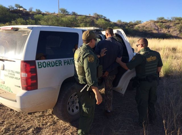 Woman who's a convicted felon is arrested at Arizona border