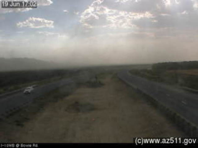 Crash, blowing dust close I-10 in southeast Arizona