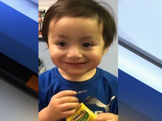 PHX police find toddler wandering in complex